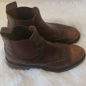Doucal's chealse leather boots.